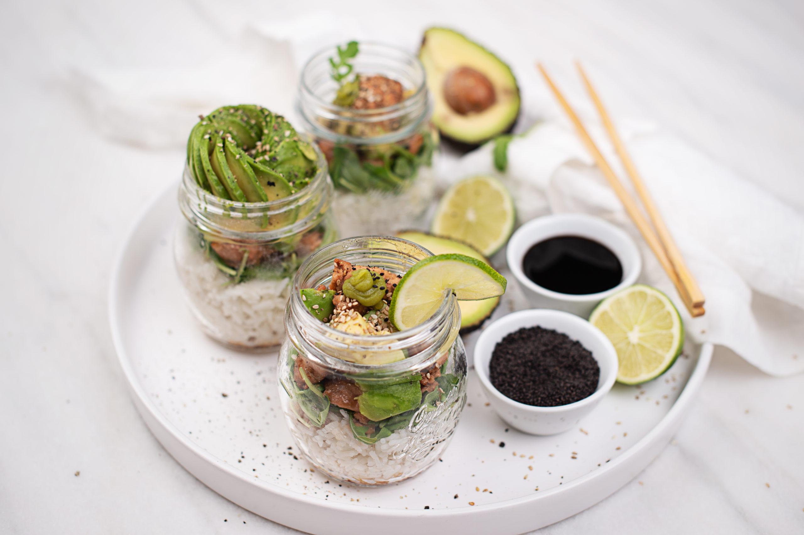 Sushi im Glas serviert